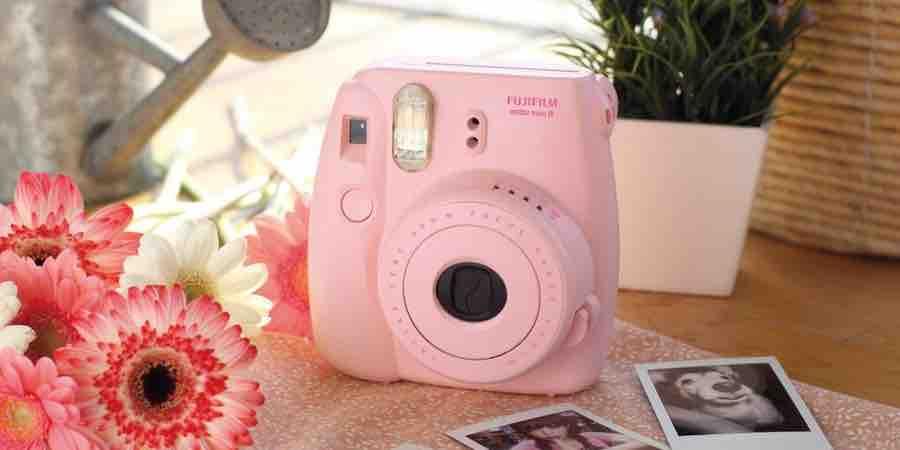 camara de fotos rosa. camara fotos al instante. polaroid instax mini